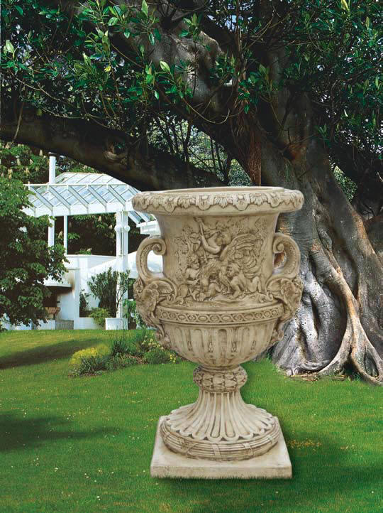 Great Italian Planter Borromeo Extra Large Garden Planter.